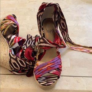 IMPO gorgeous tie up wedge 💃